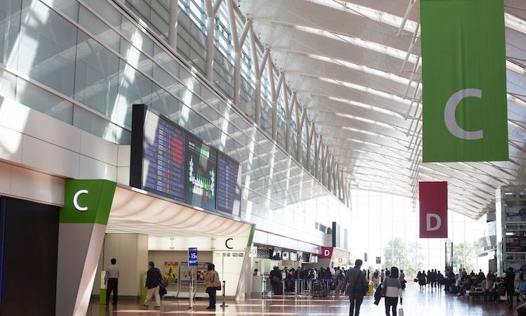 空港で海外旅行保険に加入する方法